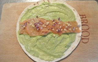 Wraps with smoked salmon and avocadomousse