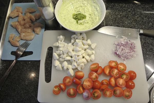 Pasta met kip, mozzarella en tomaat