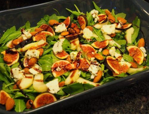 Salade met vijgen, peer en blauwe kaas